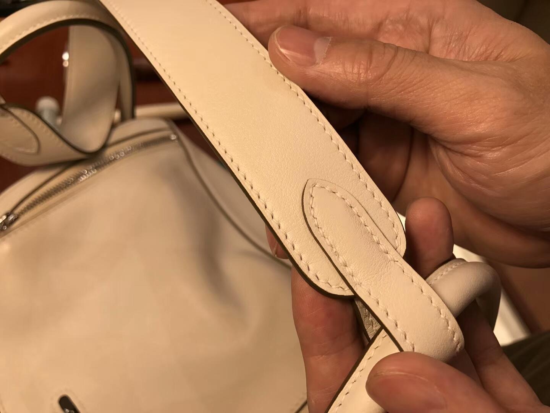爱马仕 HERMES Lindy 26/30cm ck10 奶昔白 银扣 配全套专柜原版包装