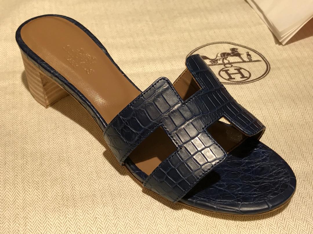 Hermes 鳄鱼皮女士拖鞋Crocodileleather 意大利树羔皮底深蓝色