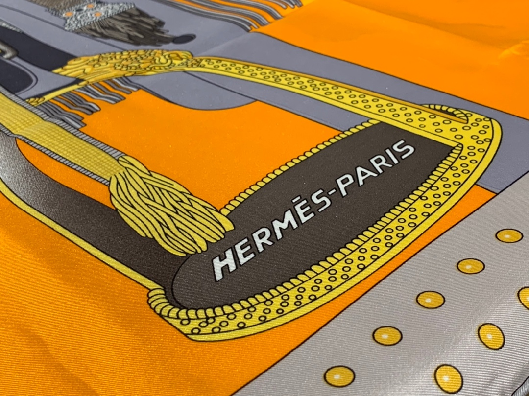 HMS  真丝方巾 《高贵的马鞍》 橘色 足足18姆米  100%斜纹真丝 90*90cm 原版包装