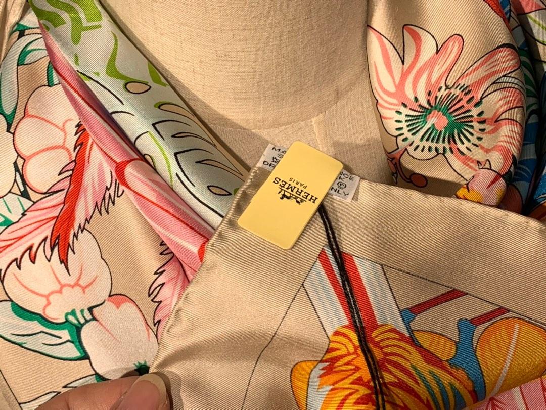 2020春夏· 新款  140cm H 《彩色鹦鹉之爱》 奶茶色 140*140cm  100%斜纹真丝