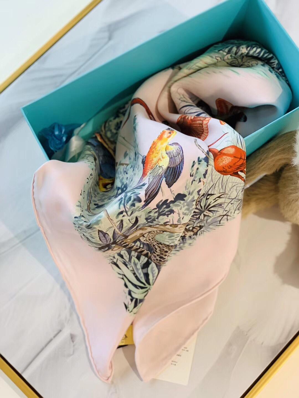 《赤道丛林》水洗方巾 粉色 蚕丝面料 90x90cm 适合任何不同风格的女性