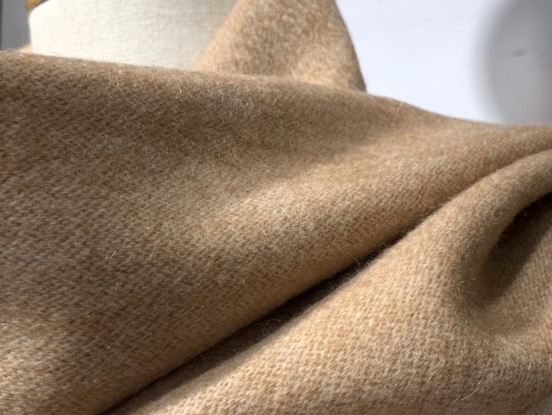 爱马.士 2020新款羊绒围巾 焦糖色 两用AB面 情侣款 男女通用 30*180cm 5A级纯羊绒 原版全套包装