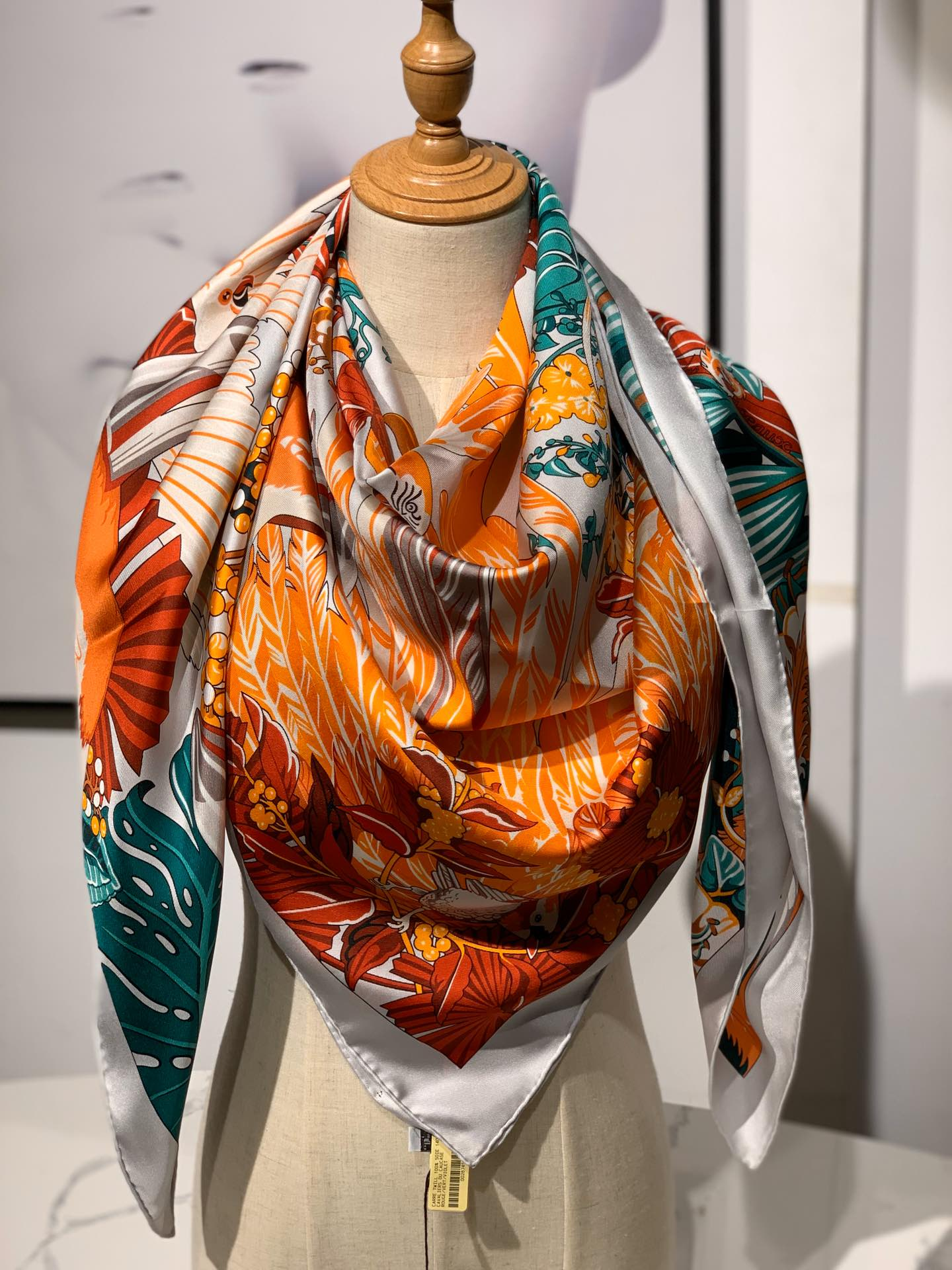 2020春夏· 新款  140cm H 《彩色鹦鹉之爱》 橘色 140*140cm  100%斜纹真丝