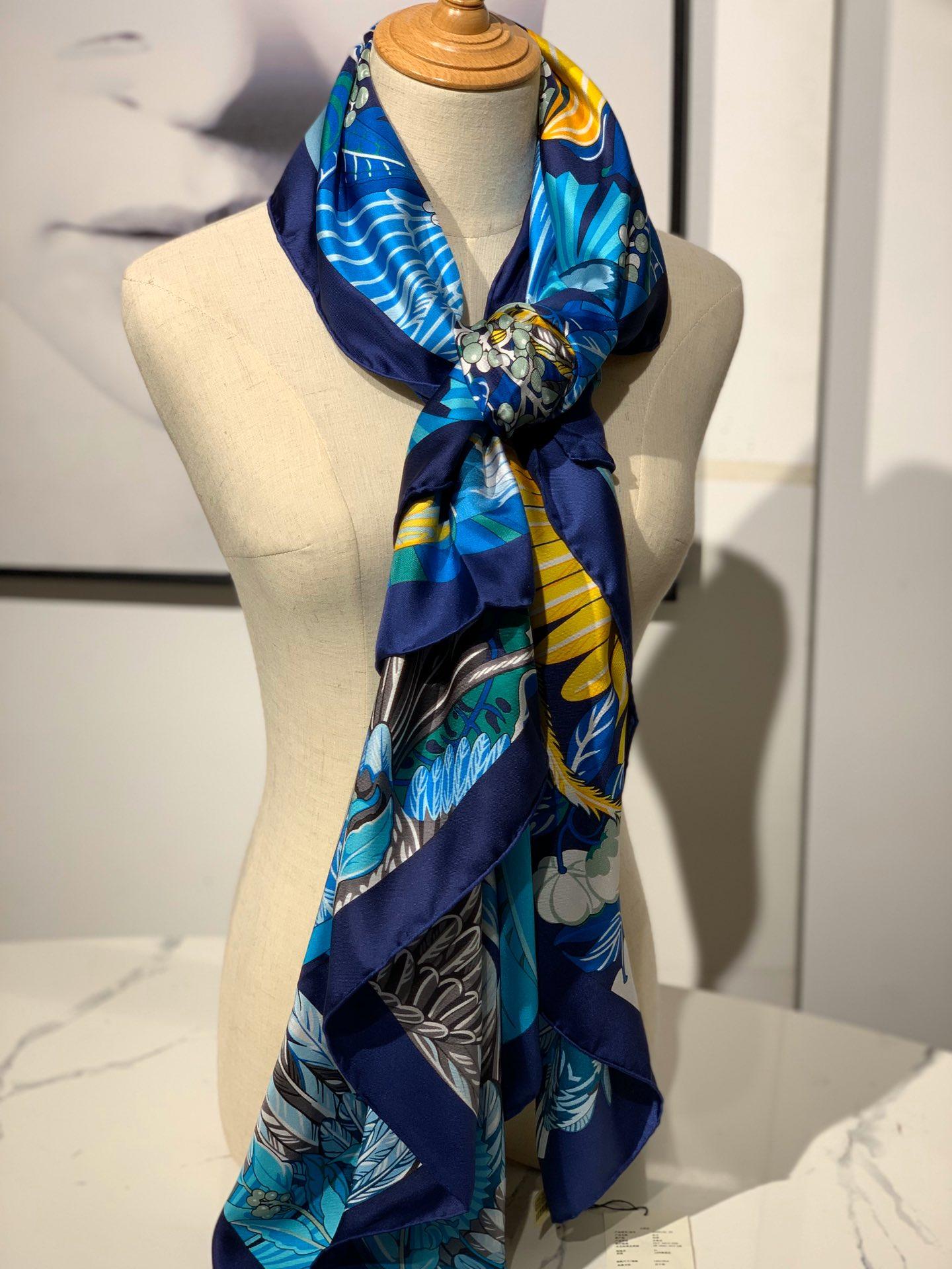 2020春夏· 新款  140cm H 《彩色鹦鹉之爱》 藏蓝色 140*140cm  100%斜纹真丝