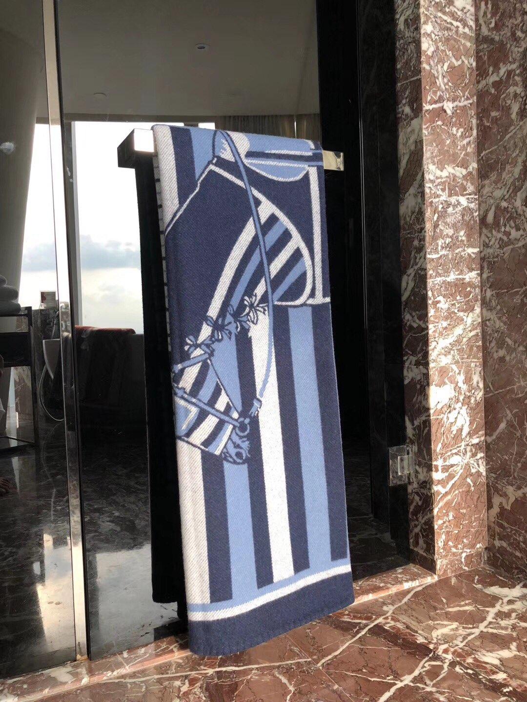 Hermes《 新骏马披挂 》毛毯 140*180cm90%羊毛10%羊绒新款独家放送藏蓝色