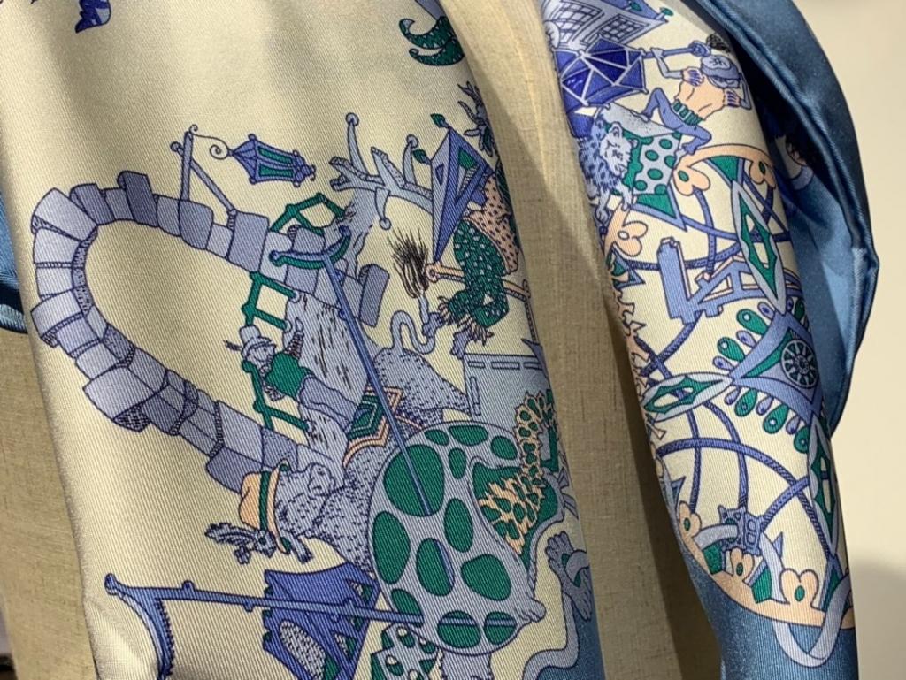 2020春夏新款 《 狂欢游行》 湖水蓝 手工卷边斜纹真丝方巾(100%桑蚕丝) 90*90cm