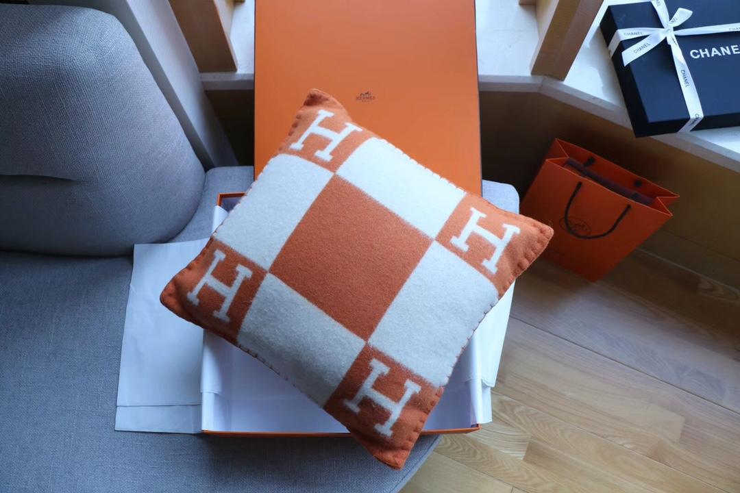 正品开发 纯羊绒抱枕橙色 高版懂货的来