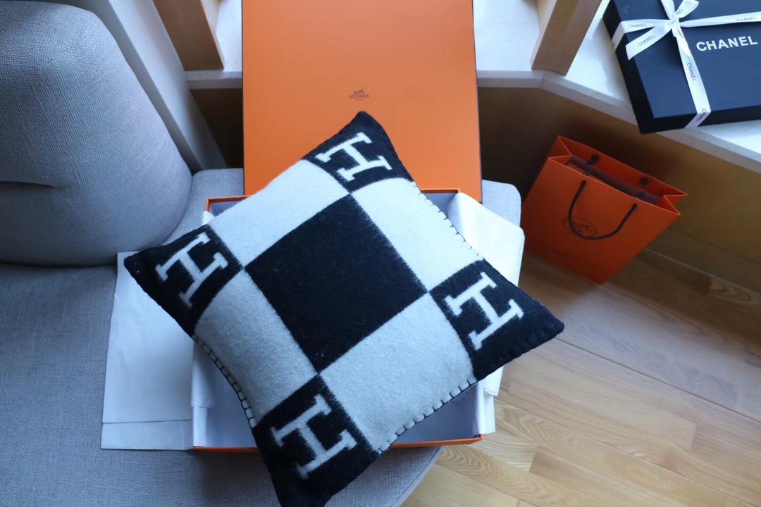 正品开发 纯羊绒抱枕黑色 高版懂货的来