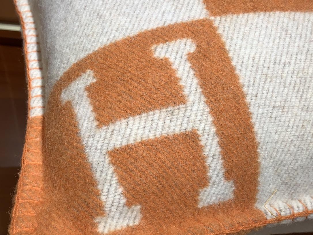 爱马仕官网 高订版靠枕橙色 50*50cm 90%羊毛10%羊绒