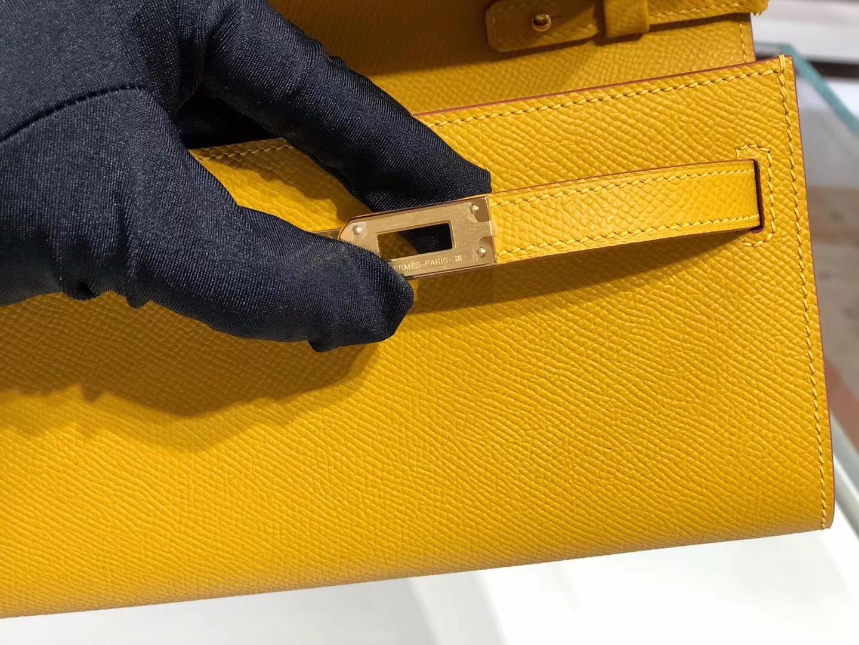 爱马仕官网同步 KellyToGo迷你小包 订单太多 9D琥珀黄金扣少量现货