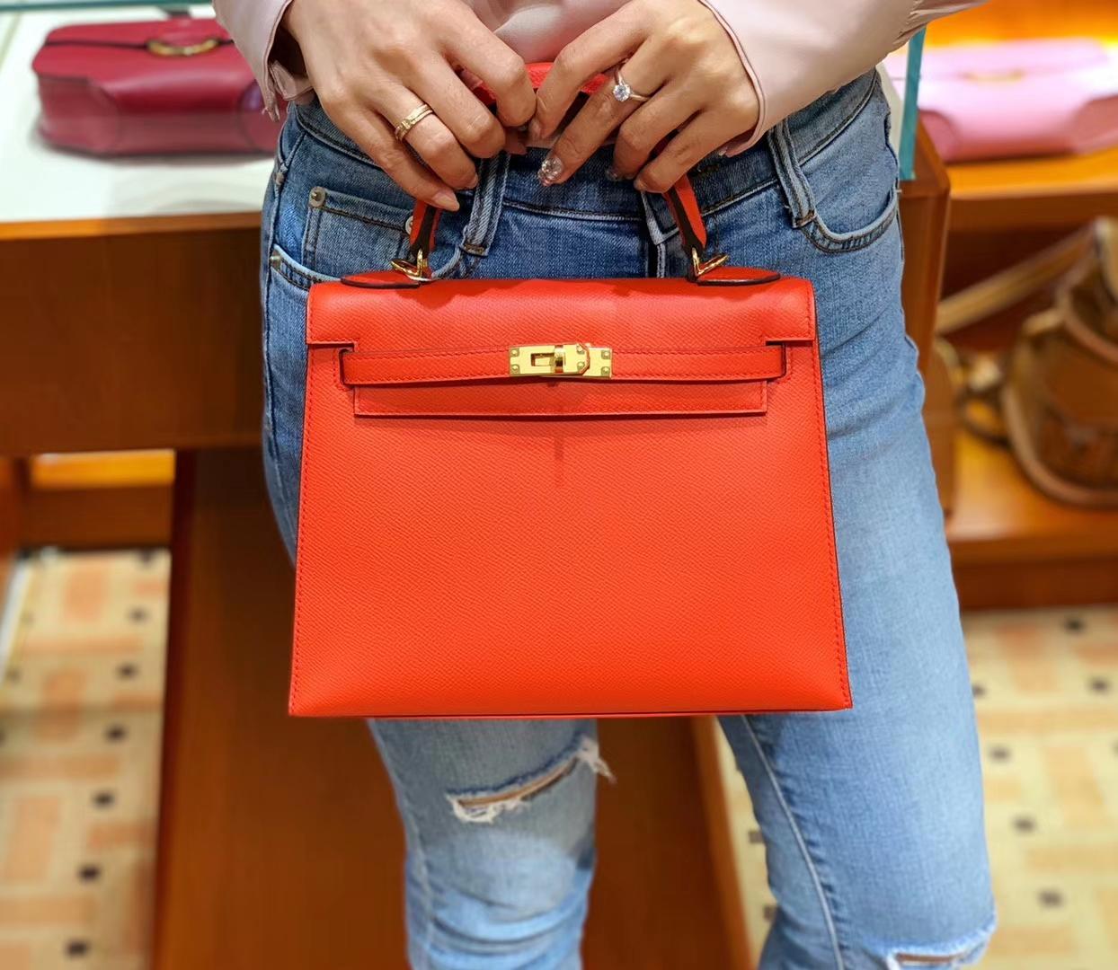 爱马仕香港官网 Kelly 25 Epsom 现货 色号S5 番茄红 比正红色多一点橘调 就是非常洋气的橘红色