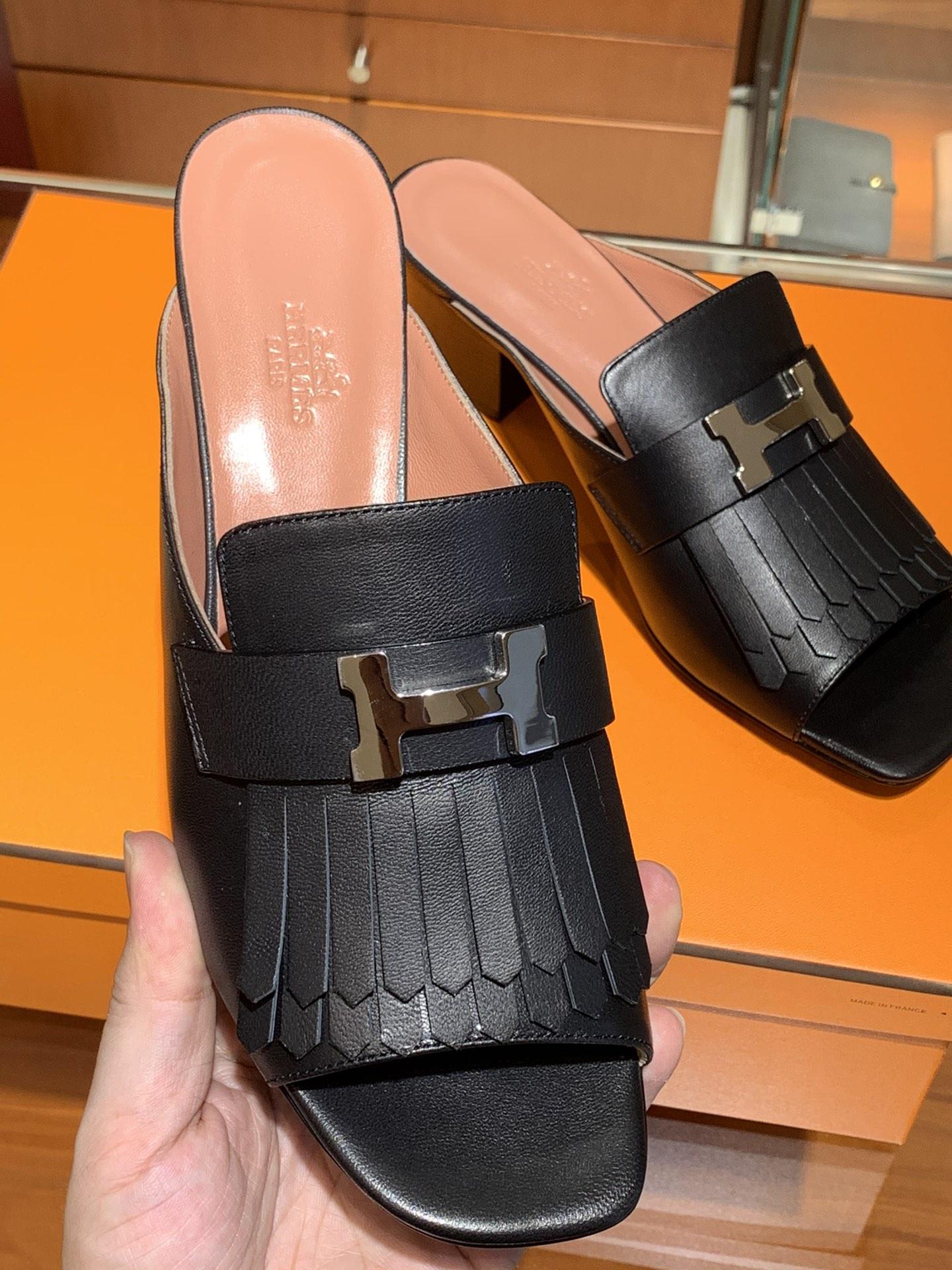 爱马仕鞋子官网 新款 乐福单鞋  康康H扣流苏款式  跟高5cm  鞋型上脚很秀气  黑色 码数34~41  正码 码数不调换哈