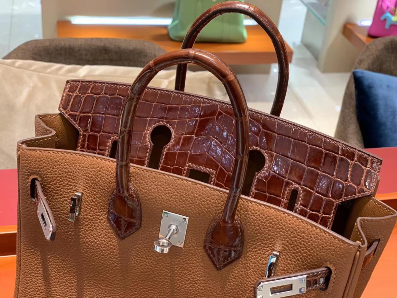 BirkinTouch25cm  一只很高贵的蜜糖棕色拼皮Birkin Touch的出现迎合了很多爱美姐姐的审美