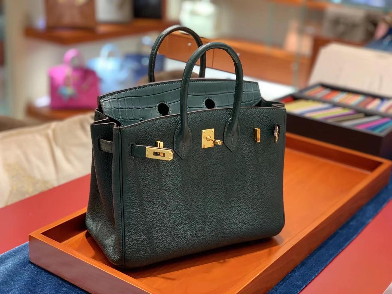 爱马仕官网 BirkinTouch25cm  一只很高贵的绿色拼皮Birkin Touch的出现迎合了很多爱美姐姐的审美