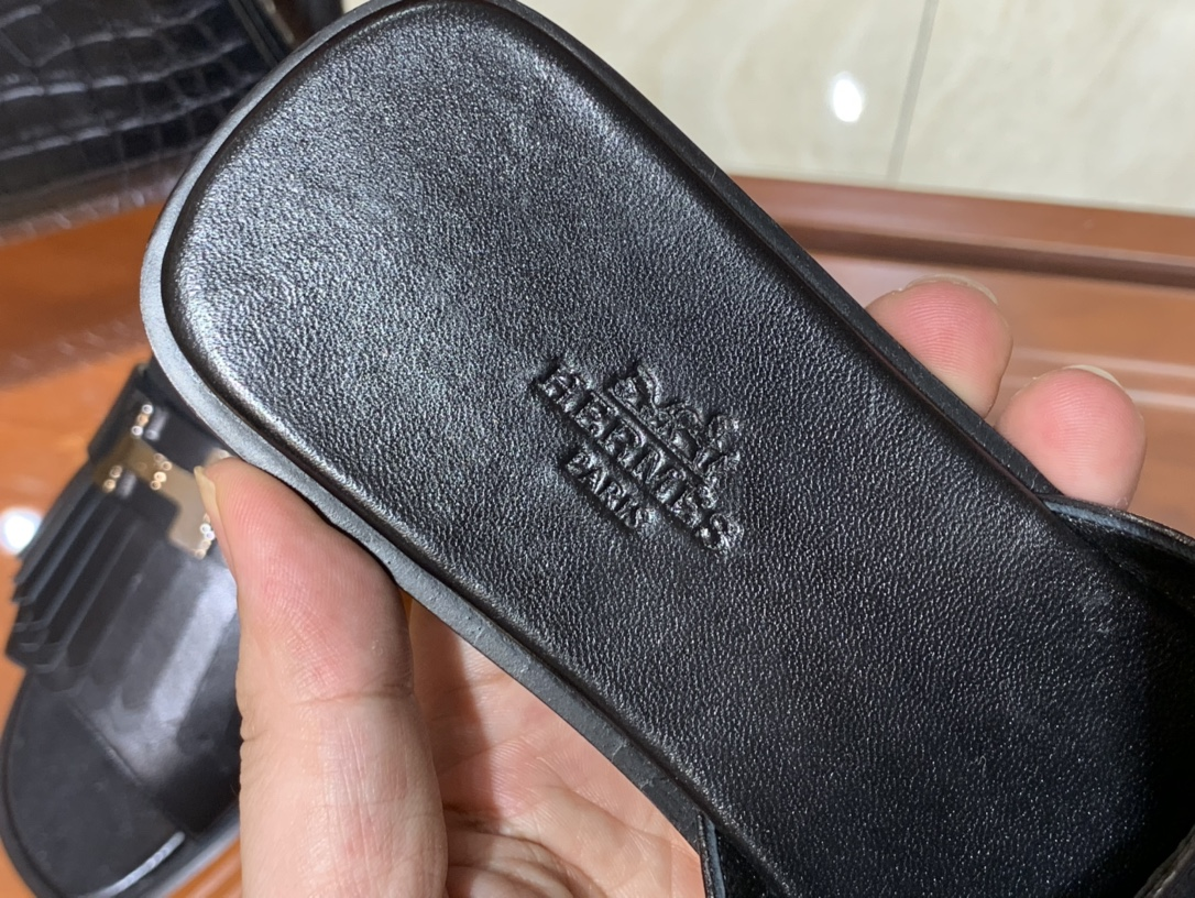 新款 Auteuil 凉鞋 鞋型上脚很秀气 黑色 码数35~41  正码 码数不调换哈