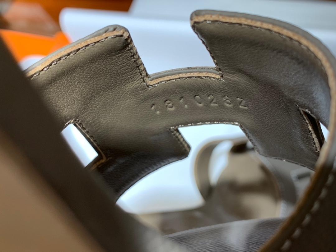 爱马.仕  经典款拖鞋 高端订制  独家品质   材质:掌纹皮 颜色:沥青灰 尺寸:平跟35~41 中跟35~41(跟高4cm) 偏小一码  码数不调换