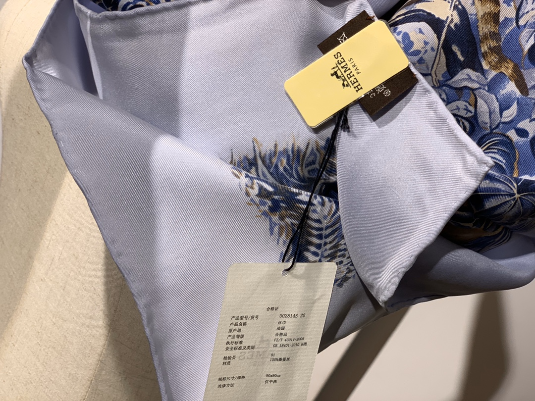 《 赤道丛林 》 蓝色 · - 90x90cm 100%真丝 全套细节 礼品袋都齐全