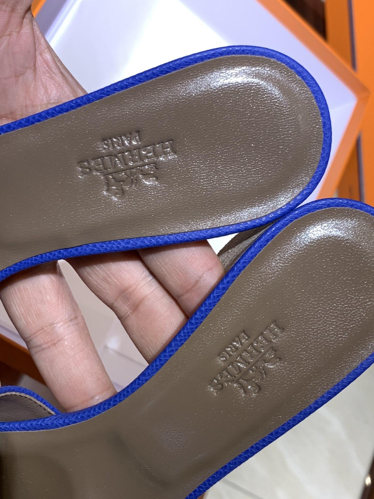 爱马.仕  经典款拖鞋 高端订制  独家品质   材质:掌纹皮 颜色:电光蓝 尺寸:平跟35~41 中跟35~41(跟高4cm) 偏小一码  码数不调换