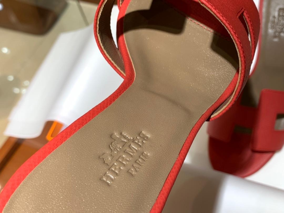 爱马.仕  经典款拖鞋 高端订制  独家品质   材质:掌纹皮 颜色:中国红 尺寸:平跟35~41 中跟35~41(跟高4cm) 偏小一码  码数不调换