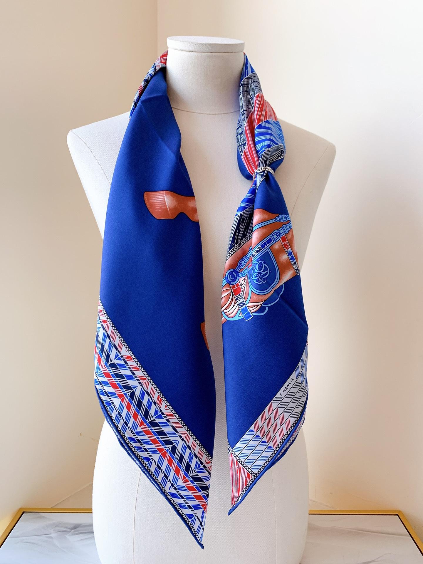Hermes 新季度《骏马披挂》蚕丝方巾 《深蓝》 20年新版骏马图案丝巾