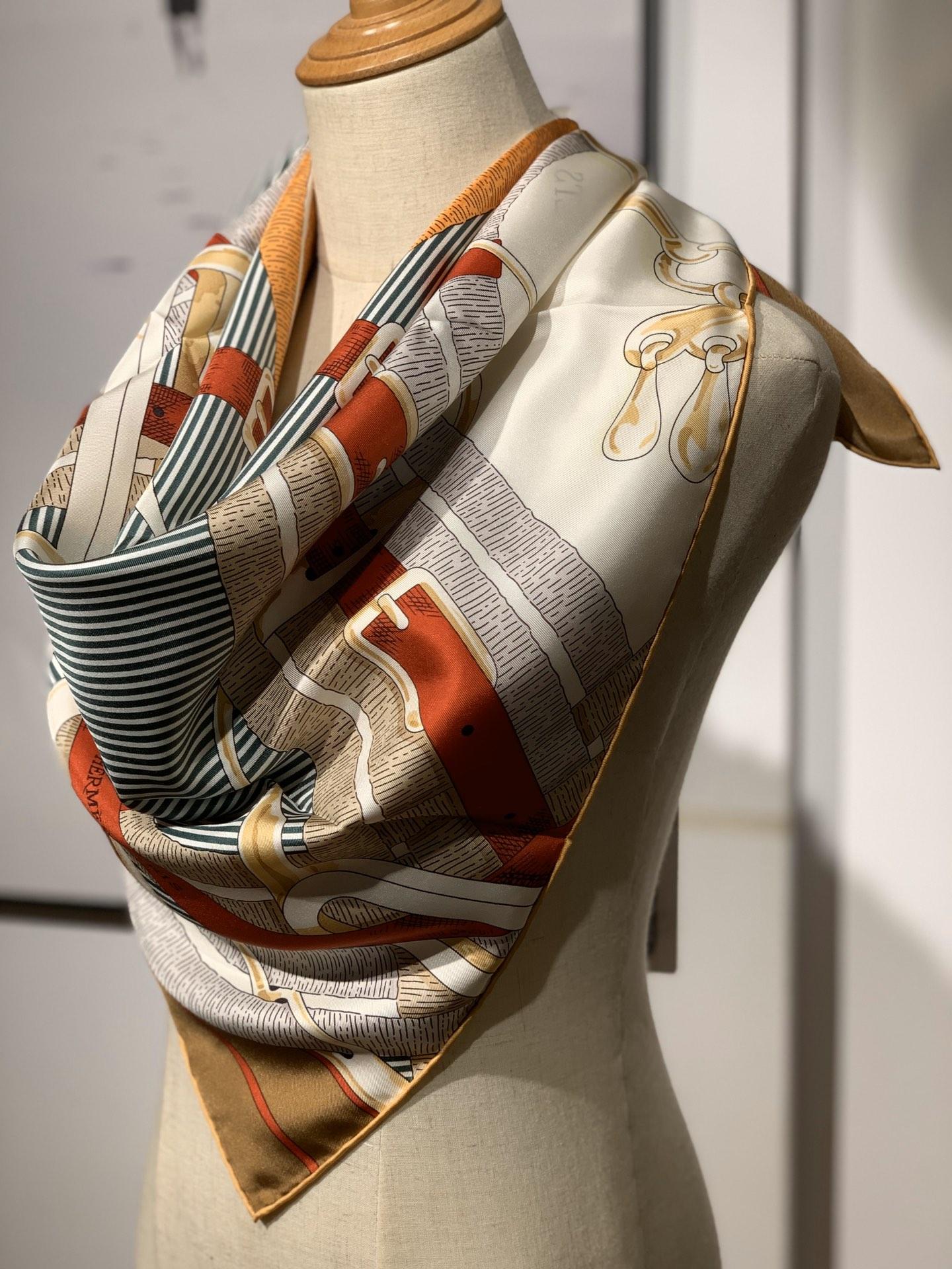 H  新款方巾  《马嚼锁环》 咖啡色 90.90cm  100%斜纹真丝  全套包装