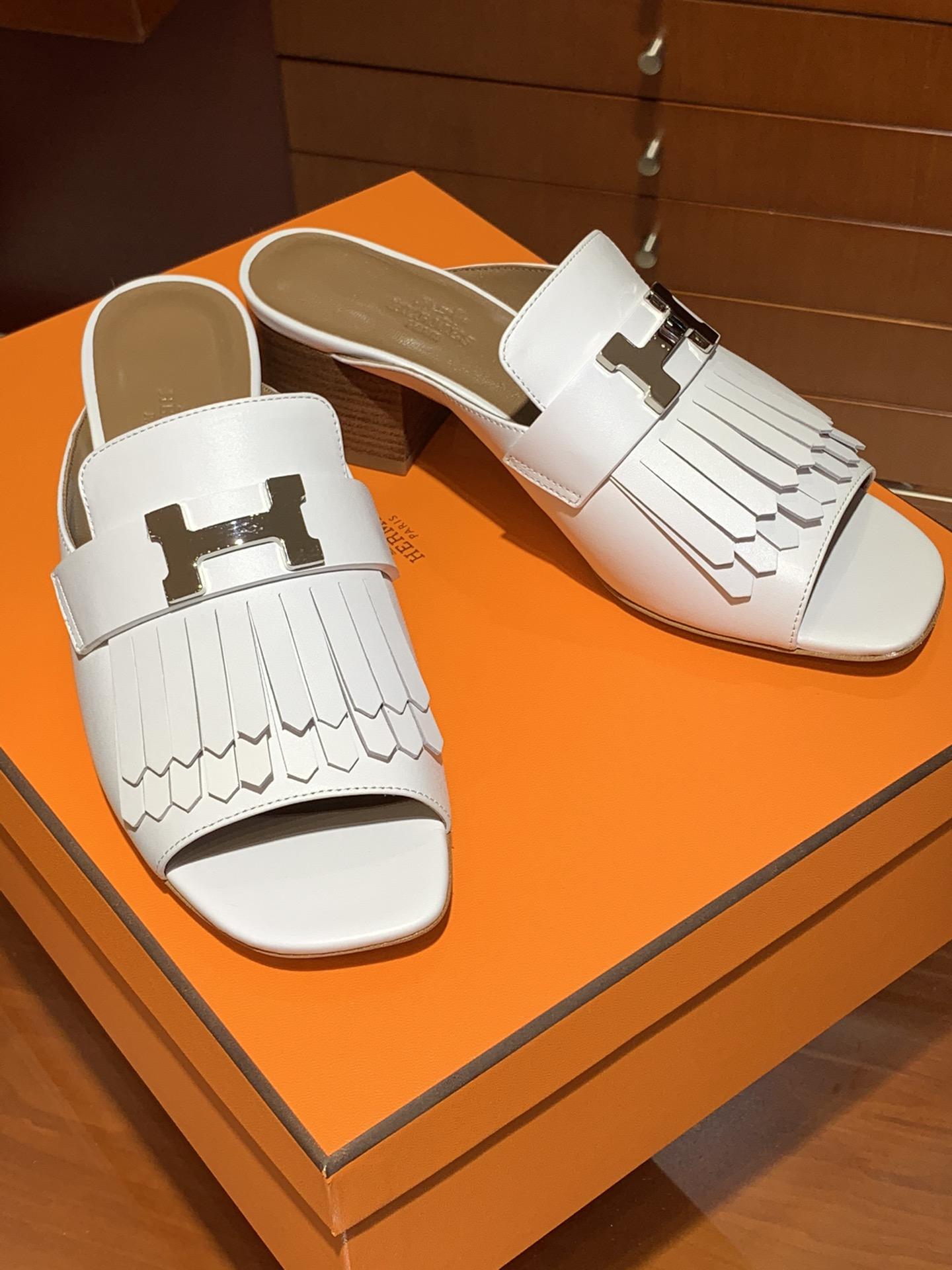 新款 乐福单鞋  康康H扣流苏款式  跟高5cm  鞋型上脚很秀气 码数34~41  正码 码数不调换哈