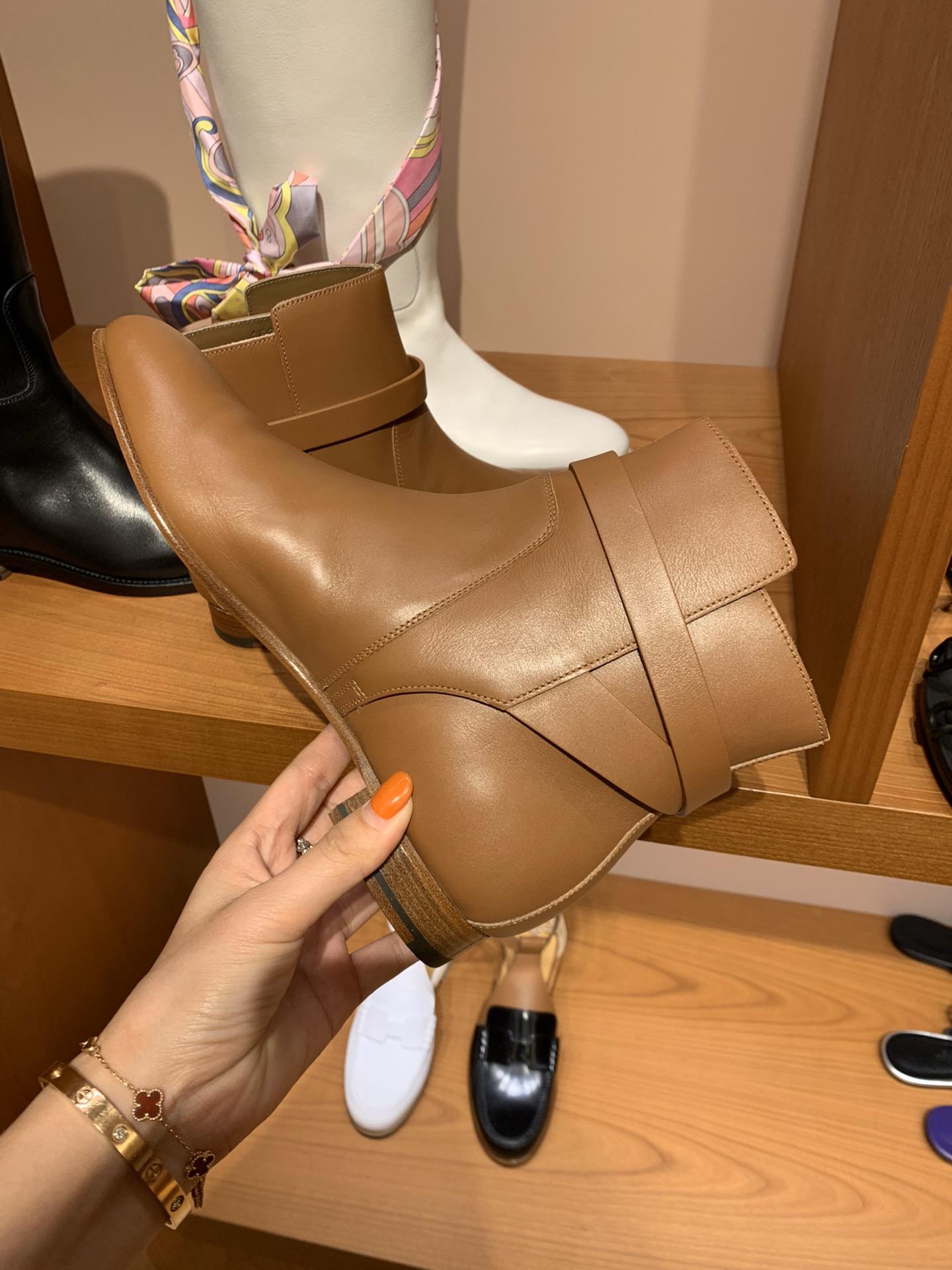 重磅推荐新品 爱马仕neo靴kelly短靴 意大利树羔皮底纯手工缝制工艺 高端订制独家顶级品质 材质:羊皮
